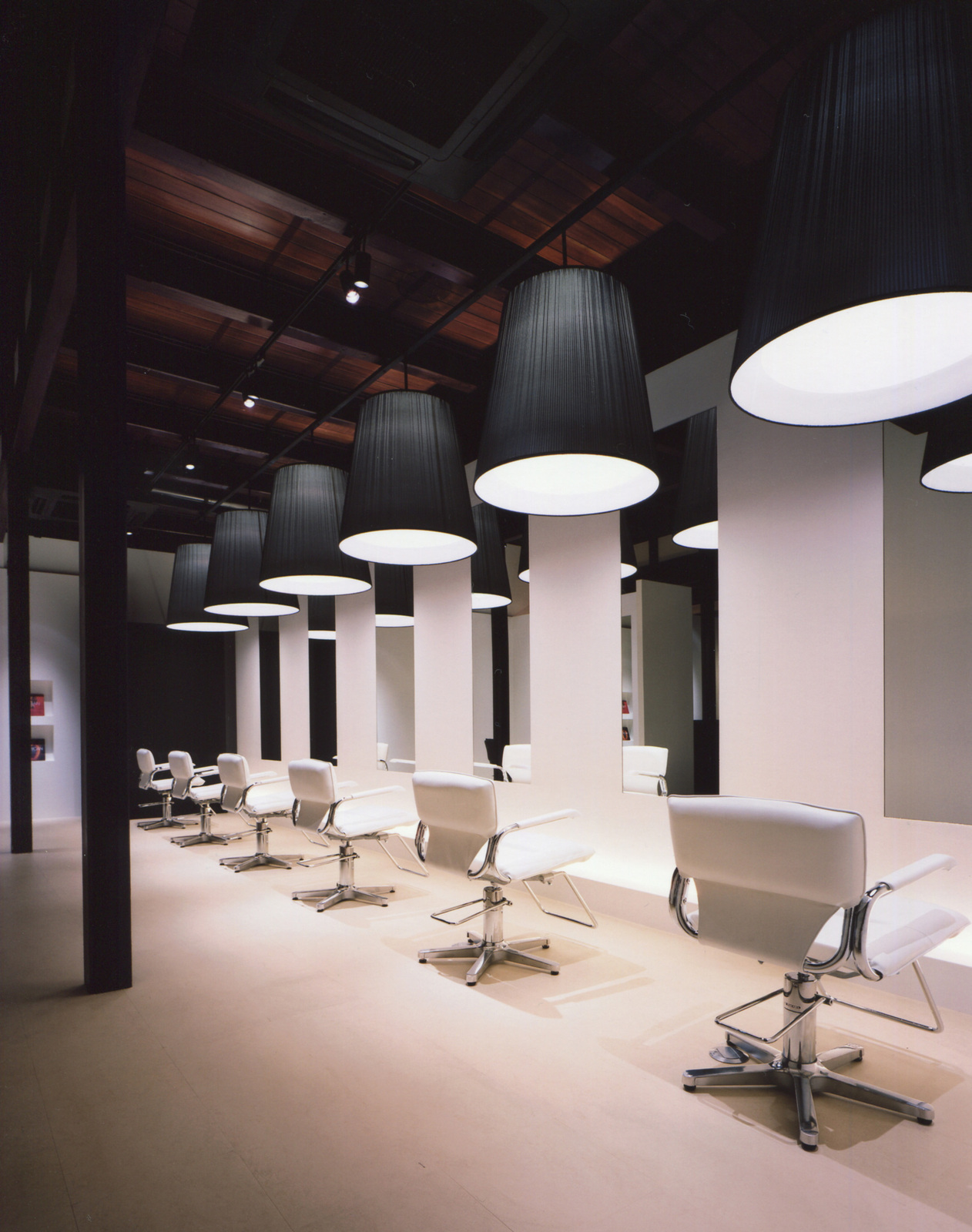 Mifune design studio english shop design for A beautiful you salon